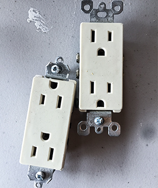 Outlets & Plugs